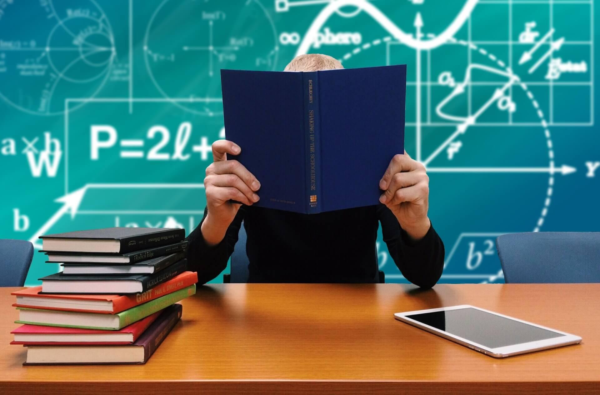 school 2051712 1920 - Berufsunfähigkeitsversicherung für Schüler, Studenten & Azubis