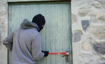 thief 1562699 1920 360x220 - Wo lebt es sich am sichersten in Deutschland?