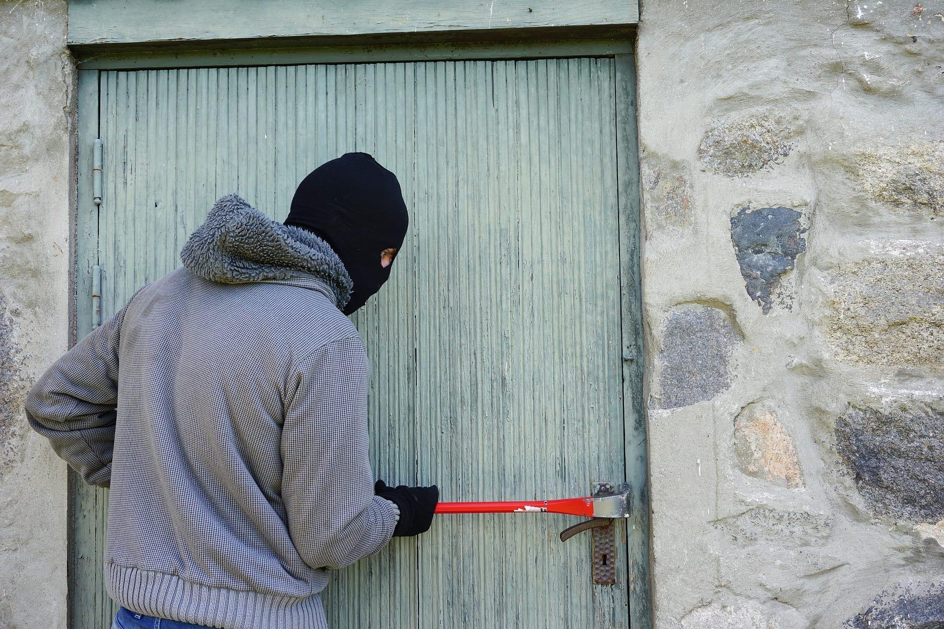 thief 1562699 1920 - Wo lebt es sich am sichersten in Deutschland?