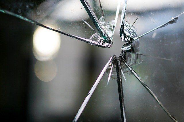 glass 1497227 640 - Private Haftpflichtversicherung einfach erklärt