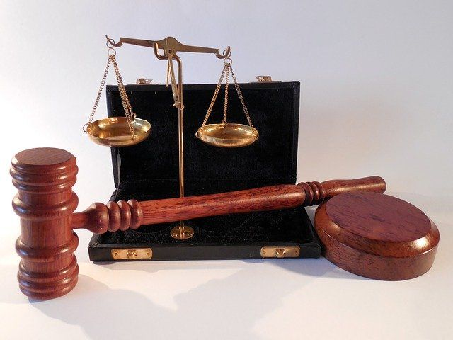 hammer 802301 640 - Rechtsschutzversicherung